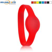 China Reliablerfid 125khz EM4100 TK4100 Silicone reusable RFID wristband Bracelet for swimming pool on sale