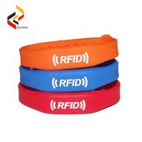 China Adjustable passive Rewritable RFID bracelets price silicone RFID wristband Mifare 1K waterproof smart RFID band on sale
