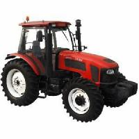 China Agricultrual Tractor (4WD, 110HP~150HP) on sale