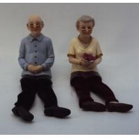 Quality Polystone Grandparents Figurine Grandpa And Grandmother Statue With Cloth Leg for sale