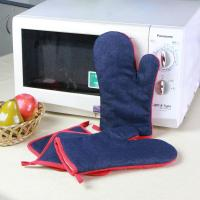 Quality Denim Fabric Kitchen Oven Mitts / Heat Resistant Kitchen Gloves For House Use for sale