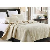 Quality Country Style Leaf Twin Size Quilt , 3Pcs 100% Cotton White Embroidered Quilt for sale