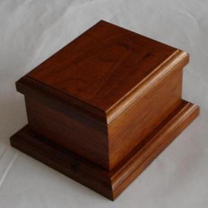 China Wooden Pet urns HWUR01 on sale